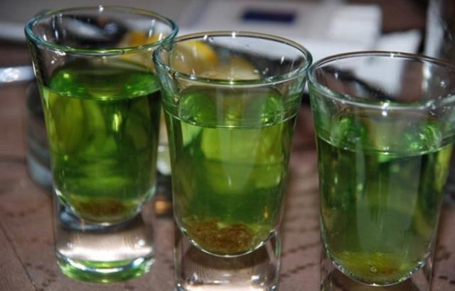 Чем лучше закрасить самогон: применение цитрусовых корок, популярные средства и способы, зачем красить напиток