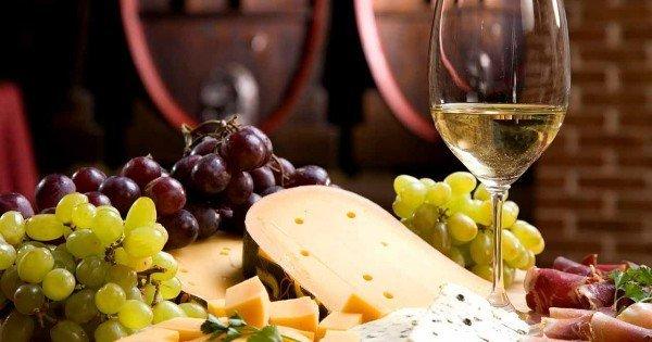 Как выбрать вино в магазине: разновидности напитка и полная методика выбора, советы и рекомендации сомелье, год урожая и регион производства