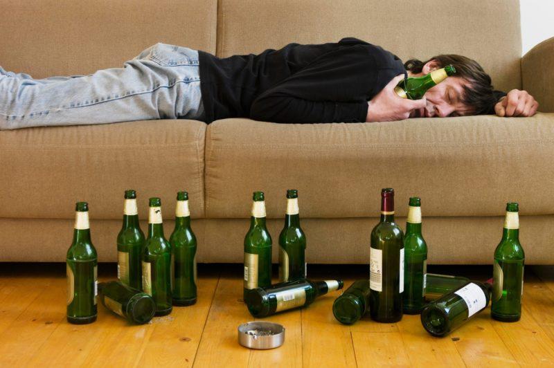 Мужчина-алкоголик: признаки и симптомы мужского алкоголизма
