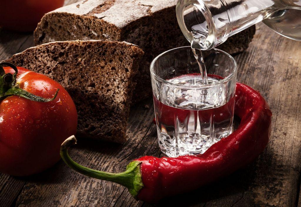 необходимые ингредиенты, рецепты, перегонка и очищение